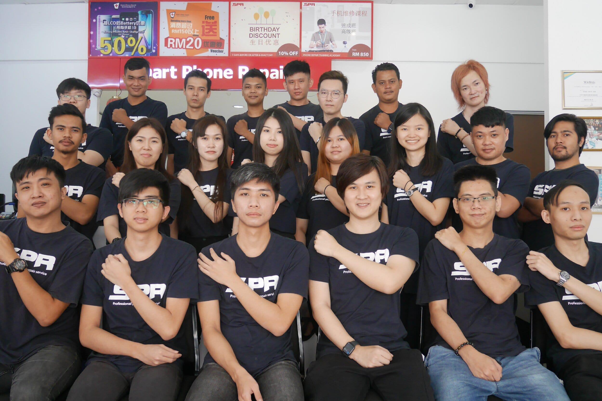smartphone repair team